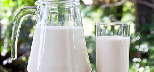 חלב שקדים פשוט וקל
