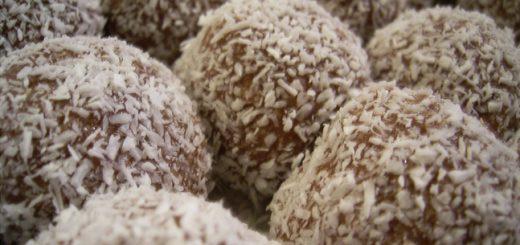 כדורי שוקולד על בסיס תמרים ושקדים