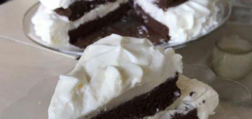 עוגת גלידה בשתי שכבות