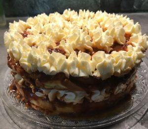 עוגת שכבות קרם וריבת חלב