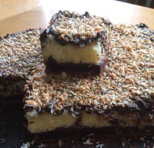 עוגת שוקולד עם קרם קוקוס